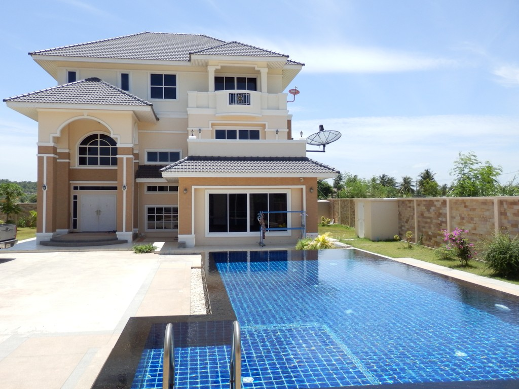 Resort style 12 bedrooms 3 stories House for sale!